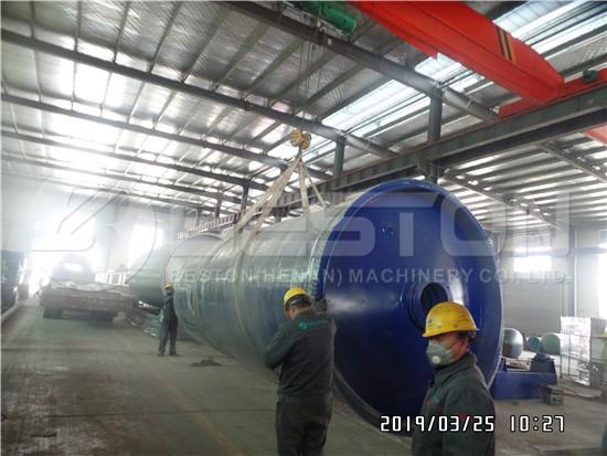 Loading of Pyrolysis Machine to Uganda
